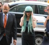 Amanda Bynes wears aqua wig to court in marijuana bong case