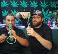 Hemp Beach TV Episode 286 Does my bong sound like a toilet flushing?